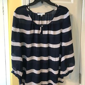 Quarter-length sleeved navy & white blouse